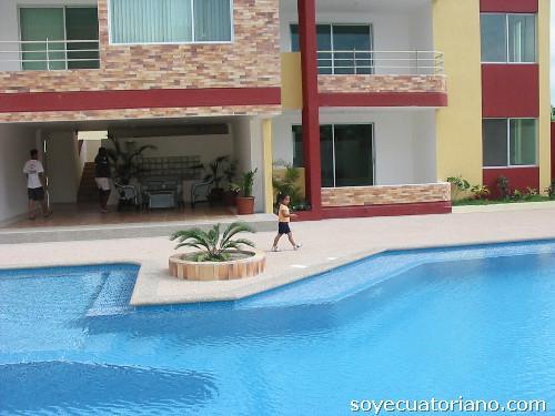 Recubrimiento de mesones escaleras pisos piscinas en for Recubrimientos para piscinas